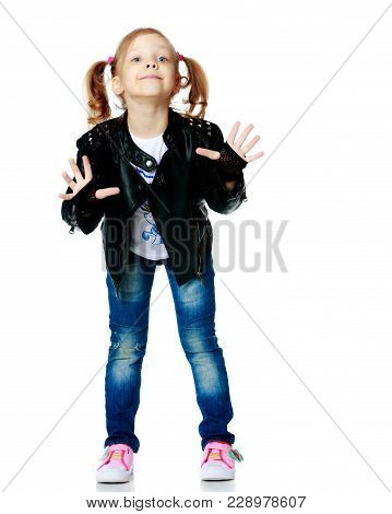 Little Girl Gesticulating. The Concept Of People, The Child, Childhood, Play In The Theater, Reincar
