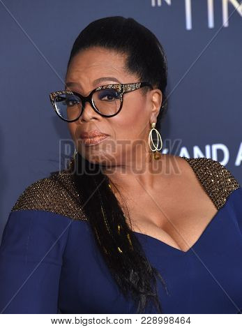 LOS ANGELES - FEB 26:  Oprah Winfrey arrives for the