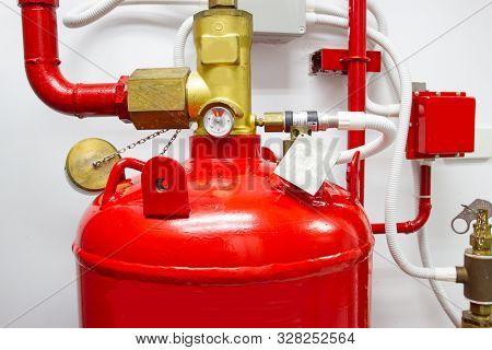 Close Up Fm-200 Suppression Systems, Fm200 Gas Flooding System, Gas Suppression System In Data Cente
