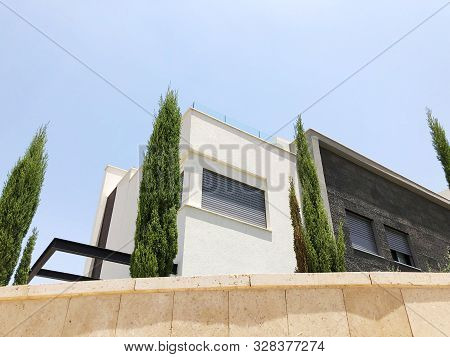 Rishon Le Zion, Israel  October 07, 2019: Modern Private House And Trees   In Rishon Le Zion, Israel