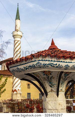 Umbrella Fountain In Samokov, Bulgaria, The Bayrakli Mosque Or Yokush Mosque From 1845 In The Backgr