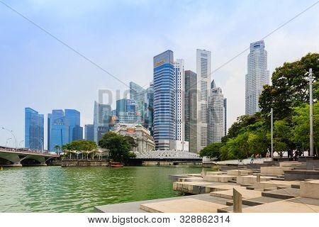 Singapore-05 May 2018:singapore Cbd Area Skyline And Landscape Water Front Plaza