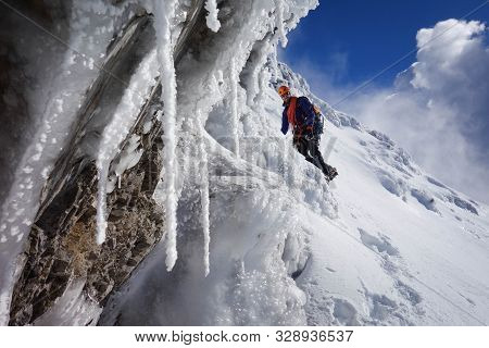 Alpinista Uomo Alpinist Man Hiking Winter Mountain