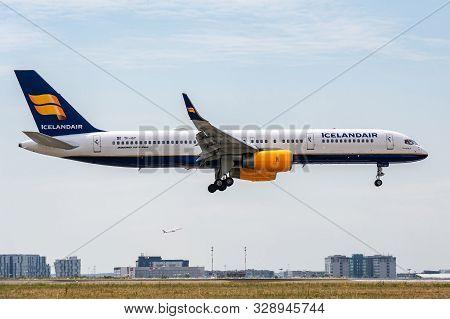 Tf-isy, July 11, 2019, Boeing 757-223-24594 Landing On The Runways Of The Paris Roissy Charles De Ga