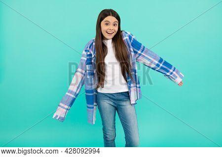 The Shirt Sleeves Are Too Long. Teenage Girl Try On Plaid Shirt. Teenage Fashion