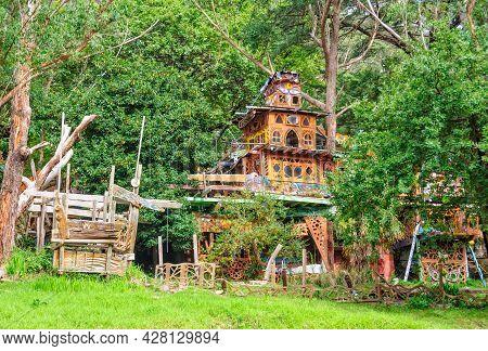 Warburton, Victoria, Australia - April 30, 2017: Boinga Bob's Treehouse Temple Was Influenced By Lif