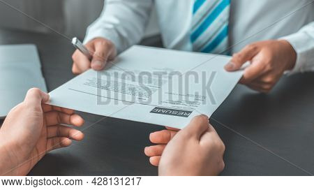 Job application, Job applicant submits an application to the employer, submit documents, Applicant I