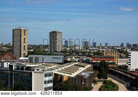 London, Uk - August 23, 2009: View Across Shepherd's Bush And North Kensington With The Tragic Grenf