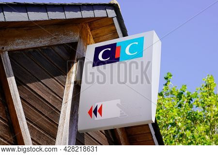 Bordeaux , Aquitaine France - 07 25 2021 : Cic Logo Brand Office And Sign On Bank Agency Office Mean