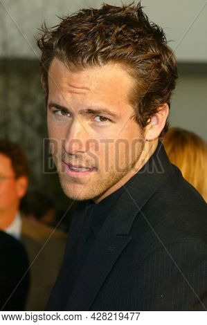 LOS ANGELES - MAR 19: Ryan Reynolds arrives to 'The In-Laws' Los Angeles Premiere on March 19, 2003 in Hollywood, CA