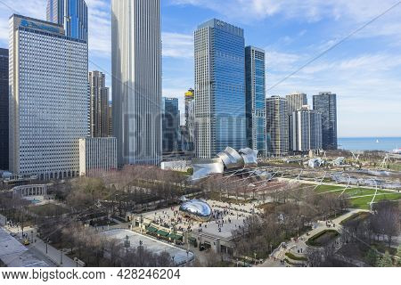 Chicago, Illinois (usa) - April 22,2018 : View Of Millennium Park From Above Looking Through Lake Mi