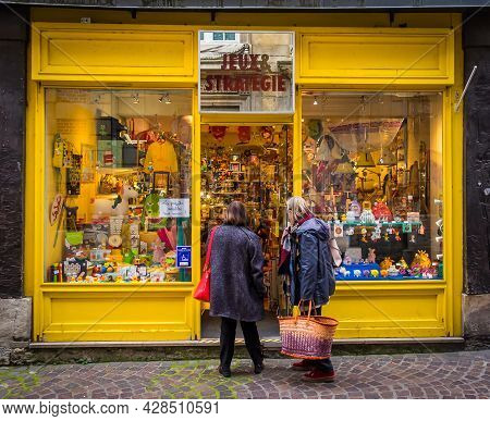 Rouen, France, Oct 2020, Two Women At The Entance Of