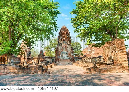 Brick Ruins Of Wat Mahathat Temple. Historical And Religious Architecture Of Thailand - Ruins Of Old