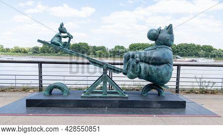 Bordeaux , Aquitaine France - 07 25 2021 : Exhibition Statue Sculpture Le Chat Deambule The Cat Walk