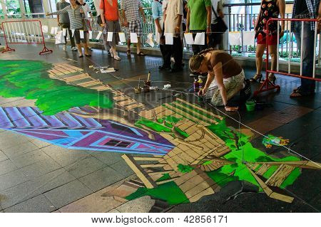 Bangkok - March 3 : An Artist (aimee Bonham) During Drawing And Painting His 3D Artwork In Living Ar