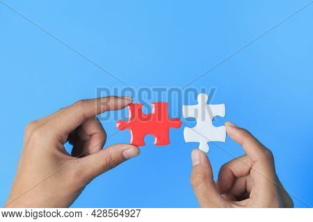 Business Women Connecting White And Red Jigsaw Puzzles, , Cooperation In Decision Making, Team Suppo