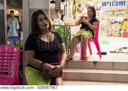 An Asian Woman With A Plump Face, Smiling. Portrait On The Street, Real Life. Street Photo In Phuket