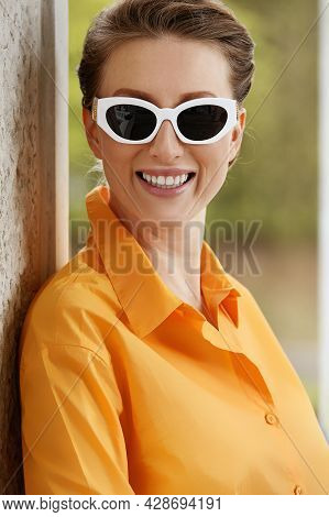Beautiful Middle-aged Woman Wearing Glasses Smiles And Enjoys Life On The Street, Woman Wearing Sung