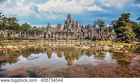 Siem Reap, Cambodia - December 2015: The Many Face Temple Of Bayon At The Angkor Wat Site In Cambodi