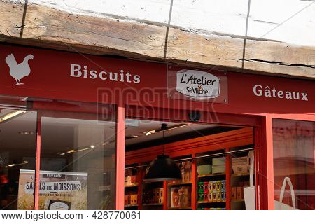 La Rochelle , Aquitaine France - 07 30 2021 : St. Michel Logo Text And Sign Of French Store Pastry B