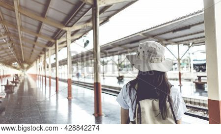 Banner Vintage Style. Young Female Tourists With Backpacks Waiting For The Train To Travel At The Tr