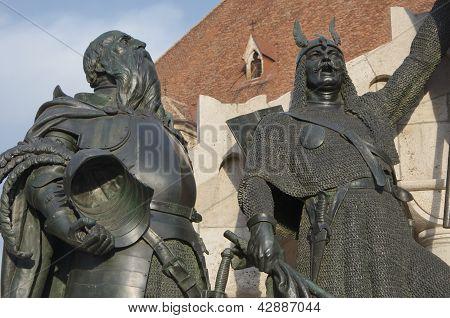 commemoration monument figures, Cluj Napoca