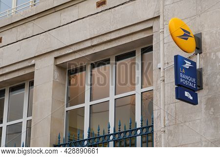 Bordeaux , Aquitaine France - 07 25 2021 : La Poste Sign Brand And Banque Postale Atm Text Logo Of O