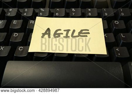 Keyboard And Software Scrum Agile Board With Paper Task, Agile Software Development Methodologies Co