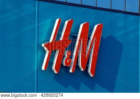 Tyumen, Russia-august 01, 2021: H M Hennes Mauritz Ab Is A Swedish Multinational Clothing-retail Com