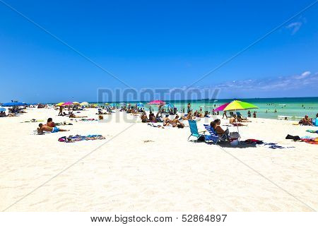 People Enjoy The Beach Im Miami South