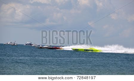 Super Boat Offshore Races (hooters - Twisted Metal - Geico)