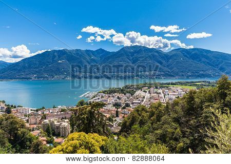Lucarno City And Lake