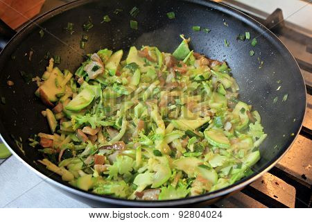 Green vegetables in the pan