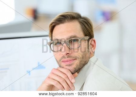 Portrait of man with mordern eyeglasses on