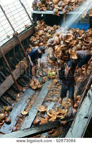 Asian Worker, Coconut Fiber Industry, Vietnamese