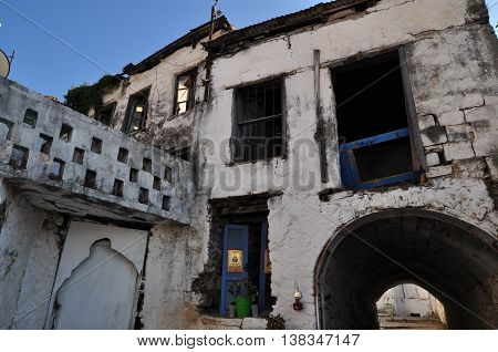 Ruins of a building in a war-torn environment