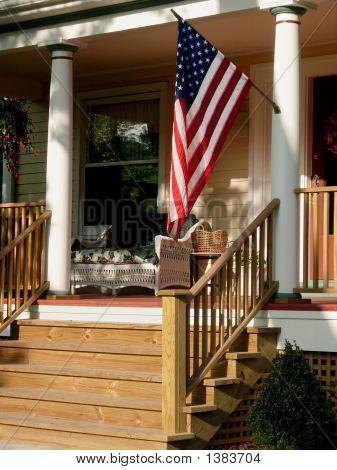 Amerikanische Flagge auf Veranda