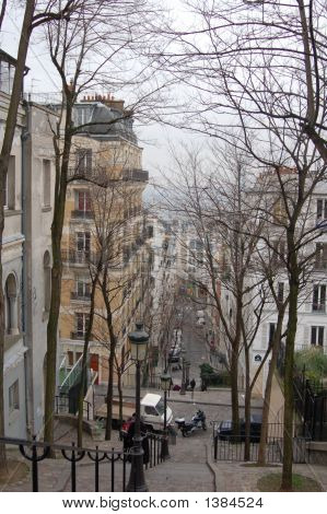 steps in montmartre to hill