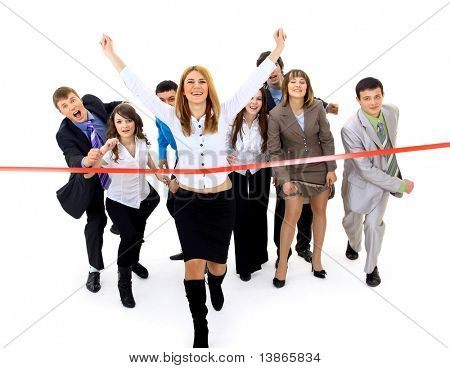 Businesspeople attraversando il traguardo