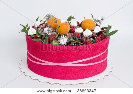 a beuatiful cake with fruit, merengue and some green