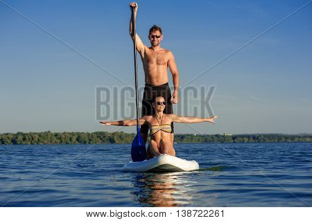 Beach Fun Couple On Stand Up Paddle Board Sup04
