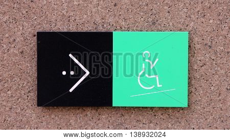 sing pointer to the location of ramp for the disabled wheelchair with green icon and arrow