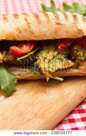 Vegan Falafel Sandwiches A Plate Of Falafel And Humus Vegan Sandwiches