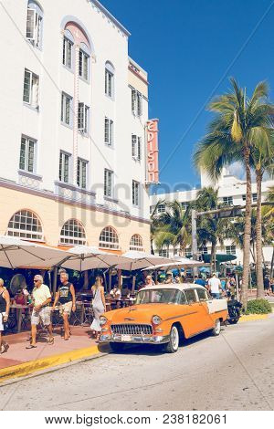Miami Beach, Florida, Usa - February 18, 2018: Vintage Car Parked Along Ocean Drive In The Famous Ar