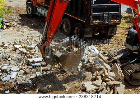 Demolition Of Houses By Hydraulic Crashers Building, Can Be Used As Demolition