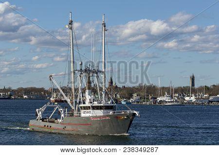 Fairhaven, Massachusetts, Usa - April 26, 2018: Fishing Vessel Fortune Hunter Leaving Port With Fair