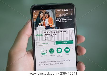 Chiang Mai,thailand - Mar 26, 2018 :man Hand Holding Smartphone Oneplus 5t With Grab Application. Gr
