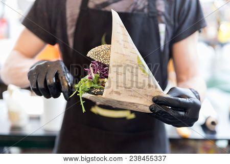 Chef Serving Vegetarian Salmon Burgers Outdoor On Open Kitchen, Odprta Kuhna, International Food Fes