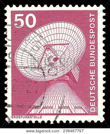 Germany - Circa 1975: Stamp Printed By Germany, Color Edition On Industry And Technology, Shows Rais