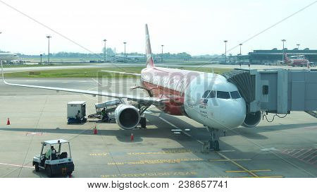 Singapore - Apr 4th 2015: Air Asia Airbus A320-200 Waiting At The Gate At Changi International Airpo